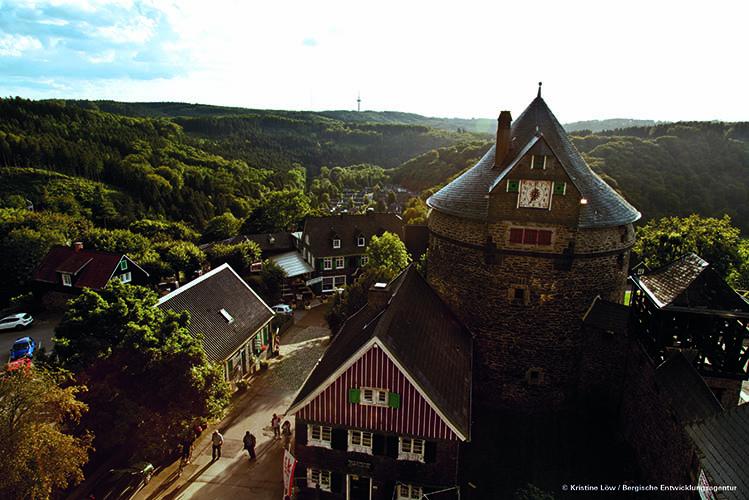 Schloss Burg Solingen von oben © Kristine Loew749x500